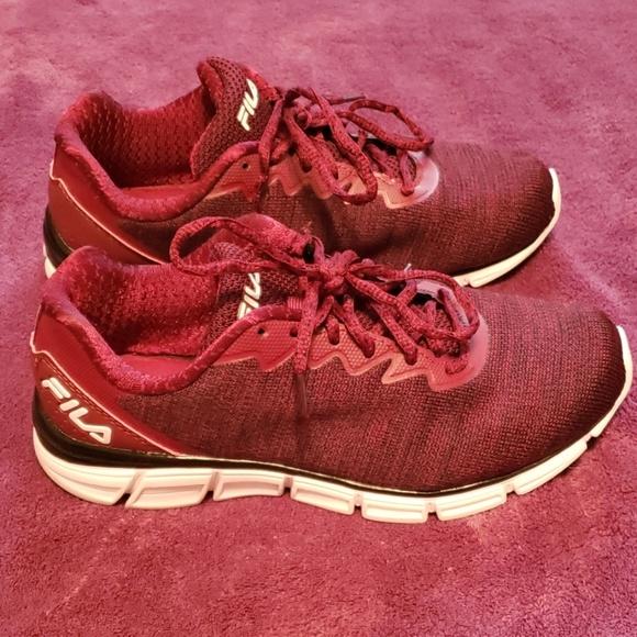 *Like New* Fila Memory Foam Shoes Size 9